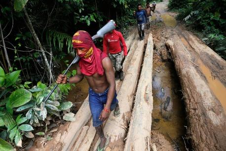amazon-indians-strip-tie-beat-illegal-loggers